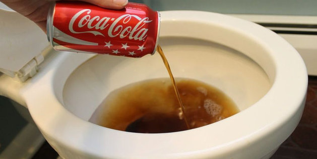 Comment nettoyer les toilettes avec du Coca ?