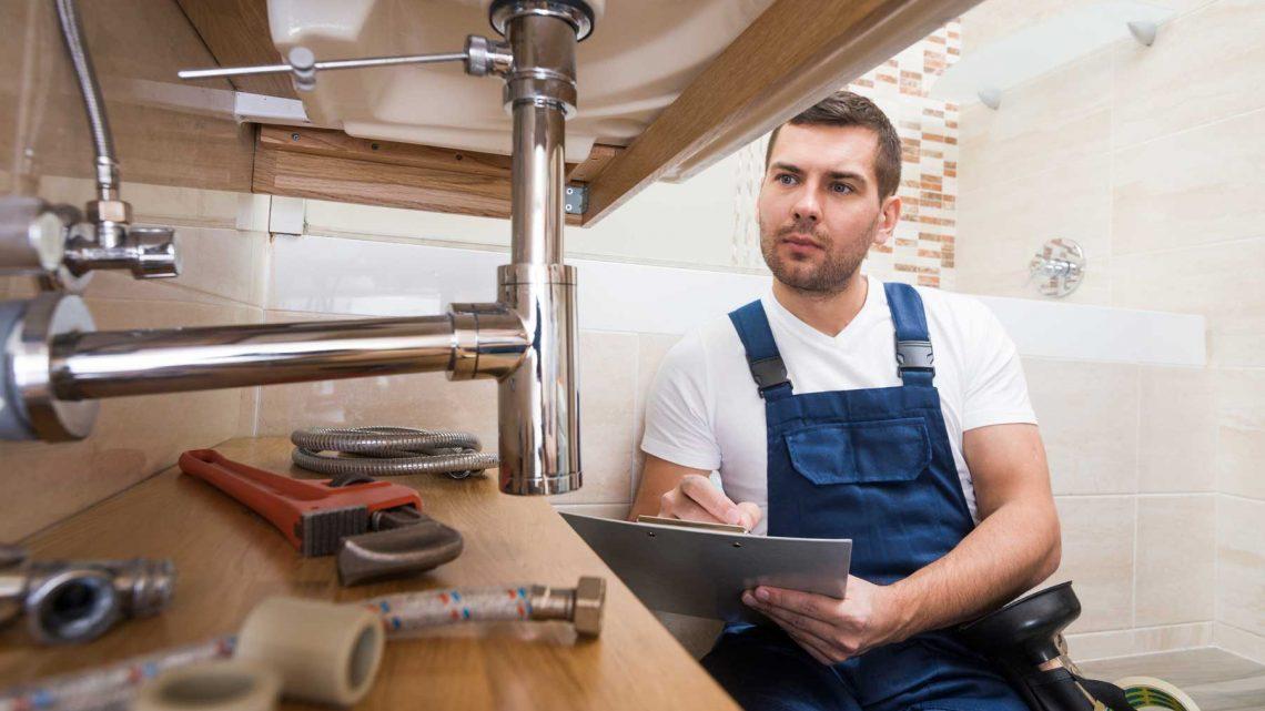 Intervention d'un plombier : quand contacter un professionnel ?